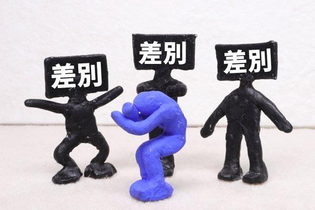 パリでアジア人を差別的に狙った「アシッドアタック」で邦人が塩酸をかけられ外務省が注意喚起するに至るが、それを一切報道することがない日本の大手新聞各社